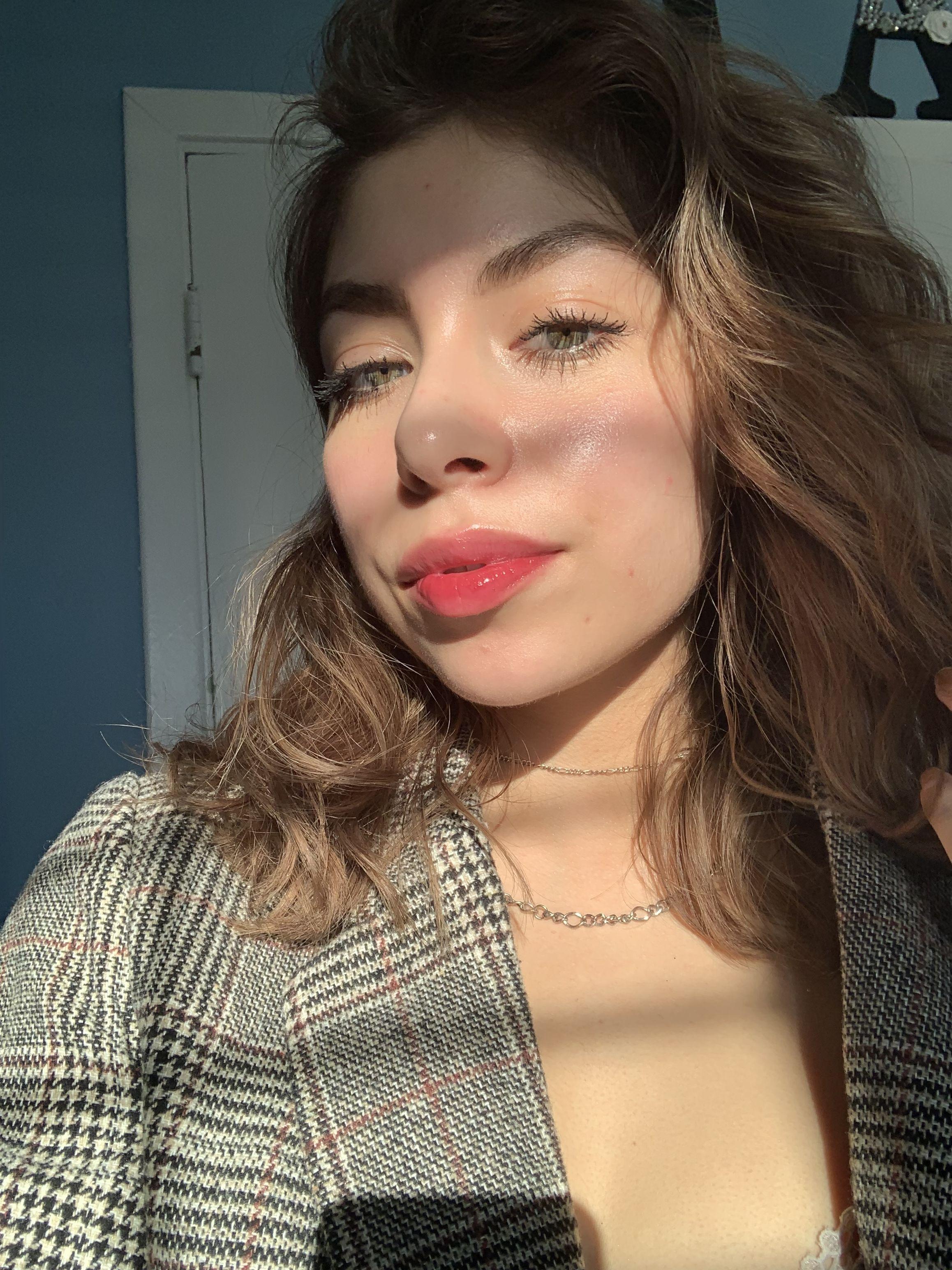 Ig Theroguemakeup Dewy Skin Red Lip Natural Brows Light