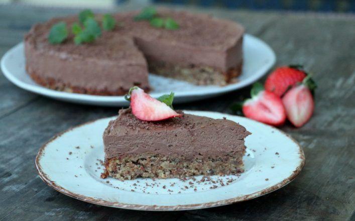 Sukkerfri sjokolademoussekake med nøttebunn