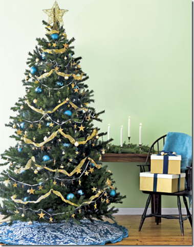 This Blue And Gold Christmas Tree From Country Living Is Darling With The Star Topper Repeated Pattern In Garland