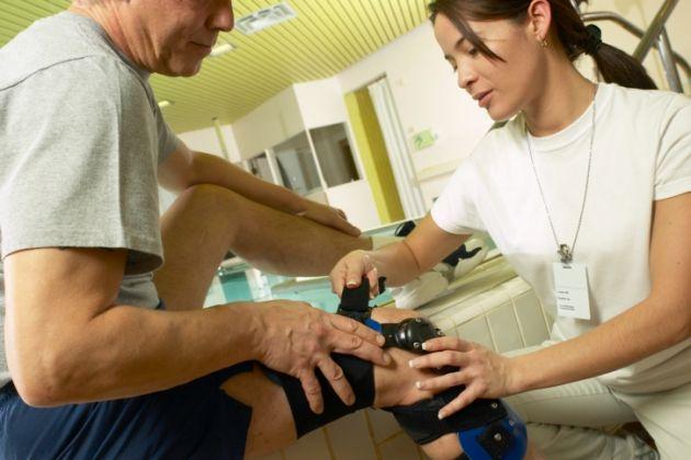 Athletic Trainer Job Description, Salary, and Certification - physical therapist job description