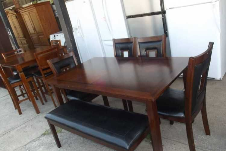 kitchen table with 4 chairs and matching bench % ) 974 2923 $350