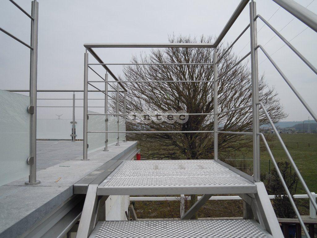 Escalier exterieur avec marches perfor en acier inox palier terrasses pinterest - Escalier exterieur acier ...