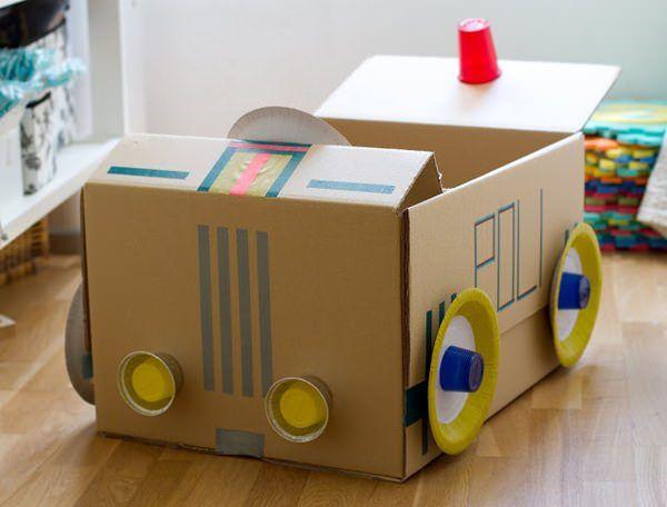 10 Manualidades Para Niños Con Cajas De Cartón Decopeques Juguetes De Cartón Caja De Cartón Coches De Caja De Cartón