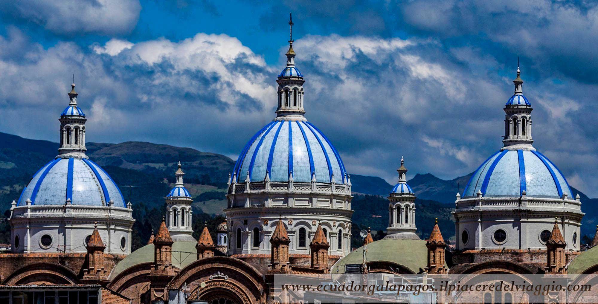 """Particolare della Catedral de la Inmaculada Concepción, conosciuta anche come """"La cattedrale nuova"""" . Le cupole sono visibili da tutta Cuenca e sono ricoperte di maiolica.  #cuenca #ecuador #unesco #worldheritage #patrimonio umanità #sudamerica #southamerica #cattedrale #cathedral"""