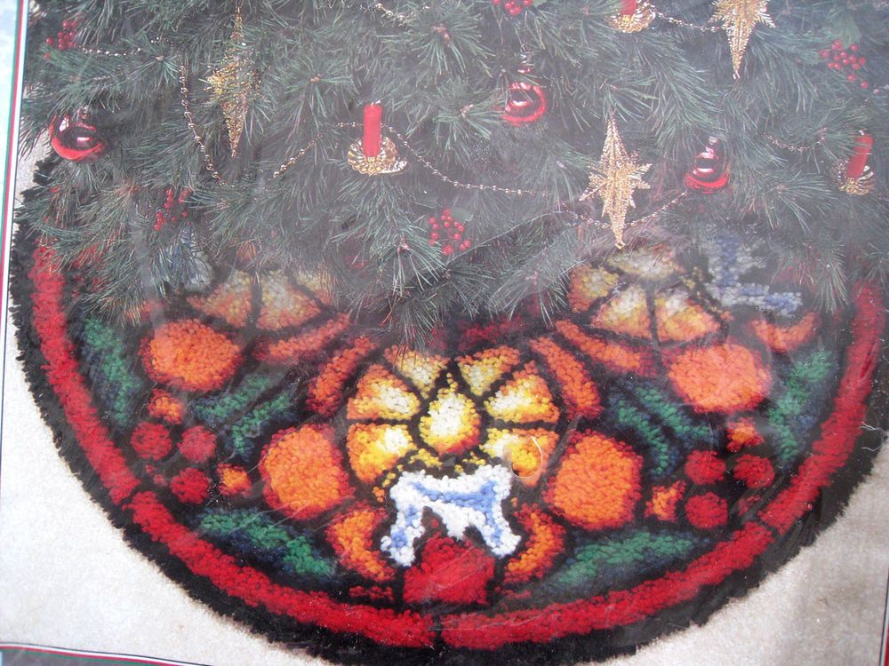 WONDER ART By CARONLatch Hook TREE SKIRT Kit