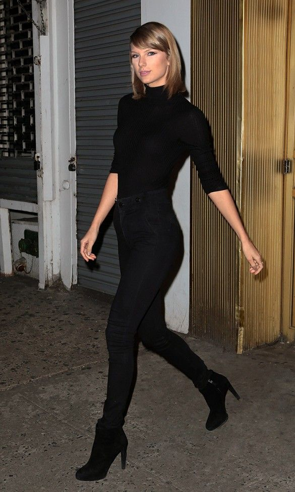 Taylor Swift Wears a New York-Approved Outfit  b7d8be348ef09