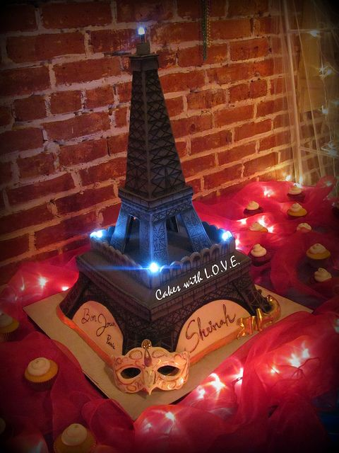 Eiffel Tower Cake by Cakes with L.O.V.E., via Flickr