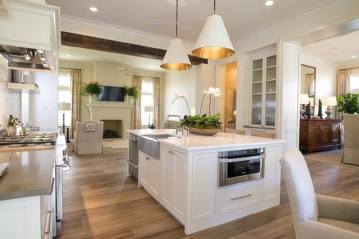 Best Welcoming White Kitchen Features A White Island Fitted 400 x 300