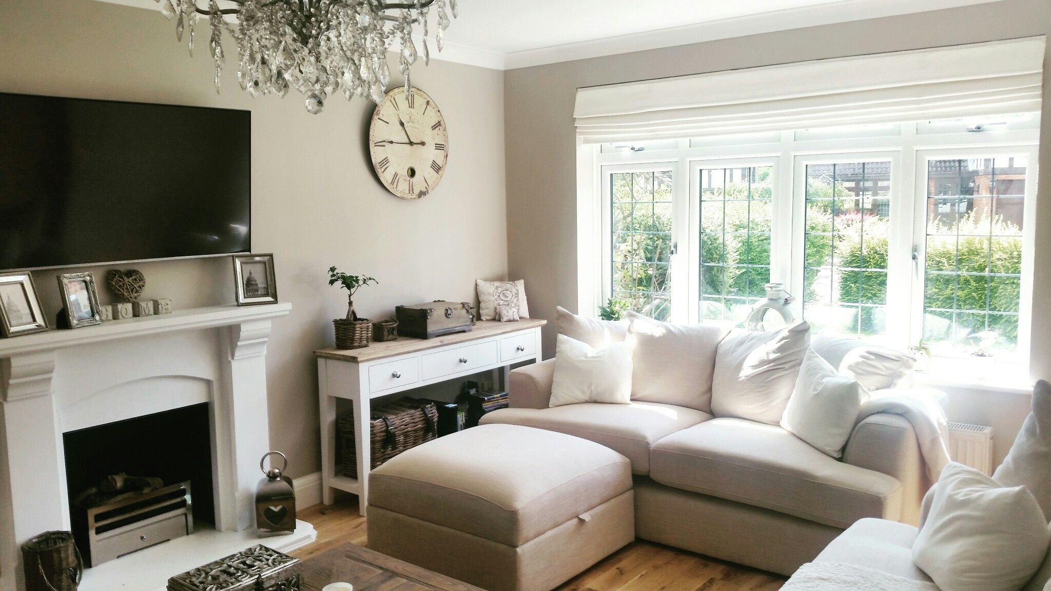 Living room chandelier, elephants breath walls   Edeltraud ...