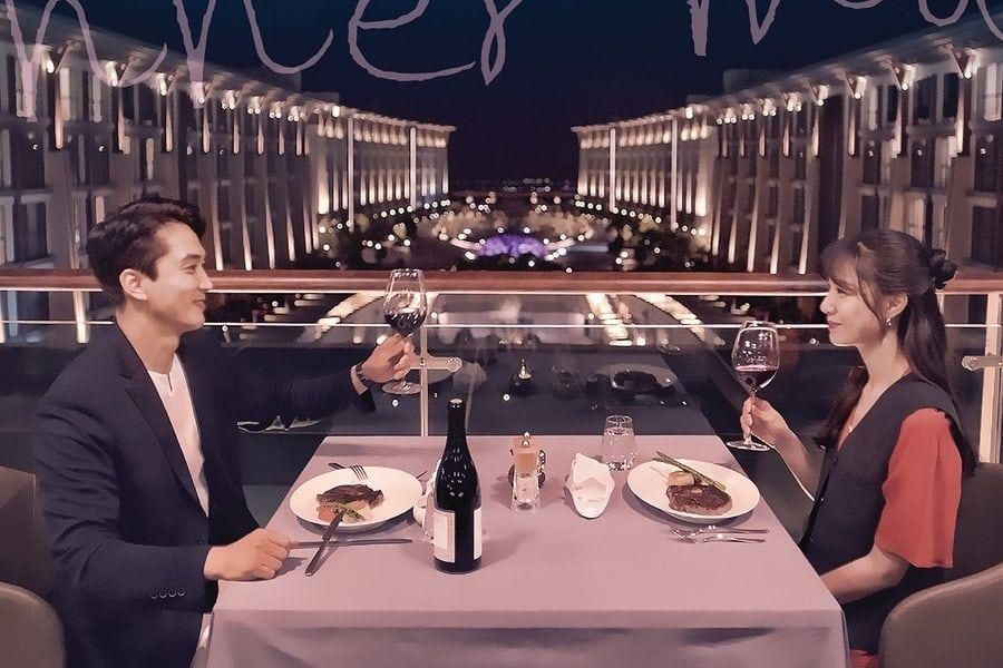 "Song Seung Heon And Seo Ji Hye Enjoy A Romantic Dinner Beneath The Stars For Upcoming Drama ""Dinner Mate"""