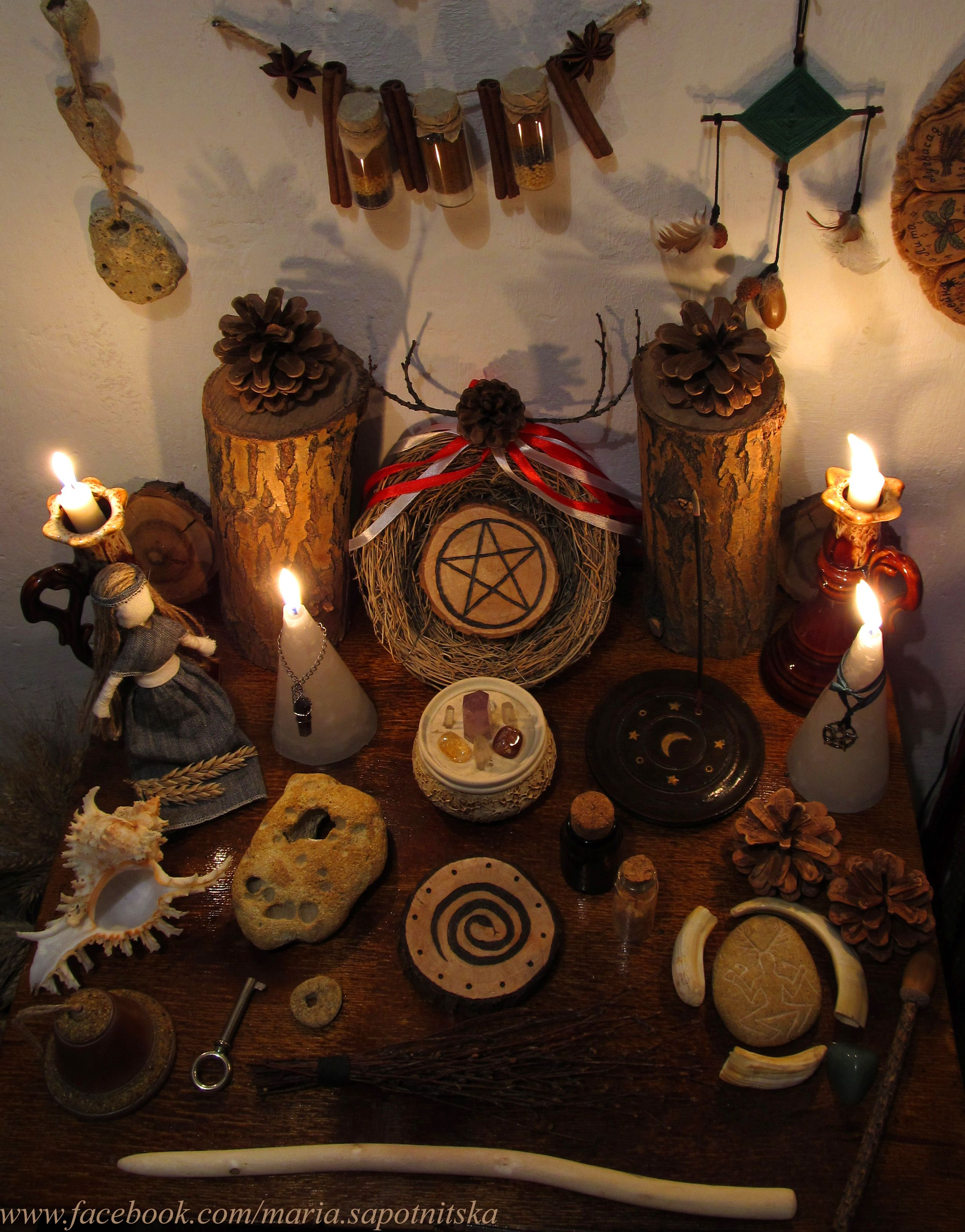 Wiccan altar / Pagan altar / Wicca