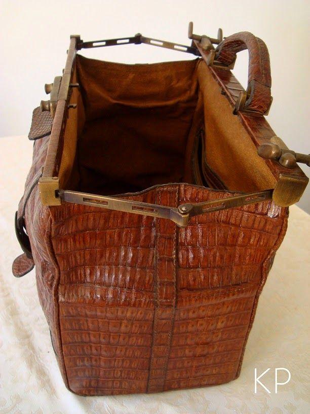 Vintage Crocodile Suitcase | Comprar maletín médico bonito antiguo ...