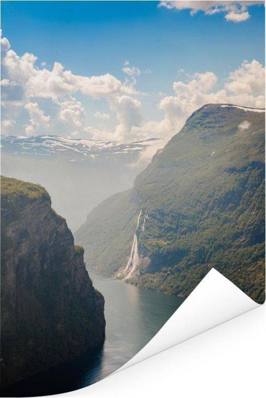 Geirangerfjord in Noorwegen vanaf een berg Poster 60x90 cm - Foto print op Poster...