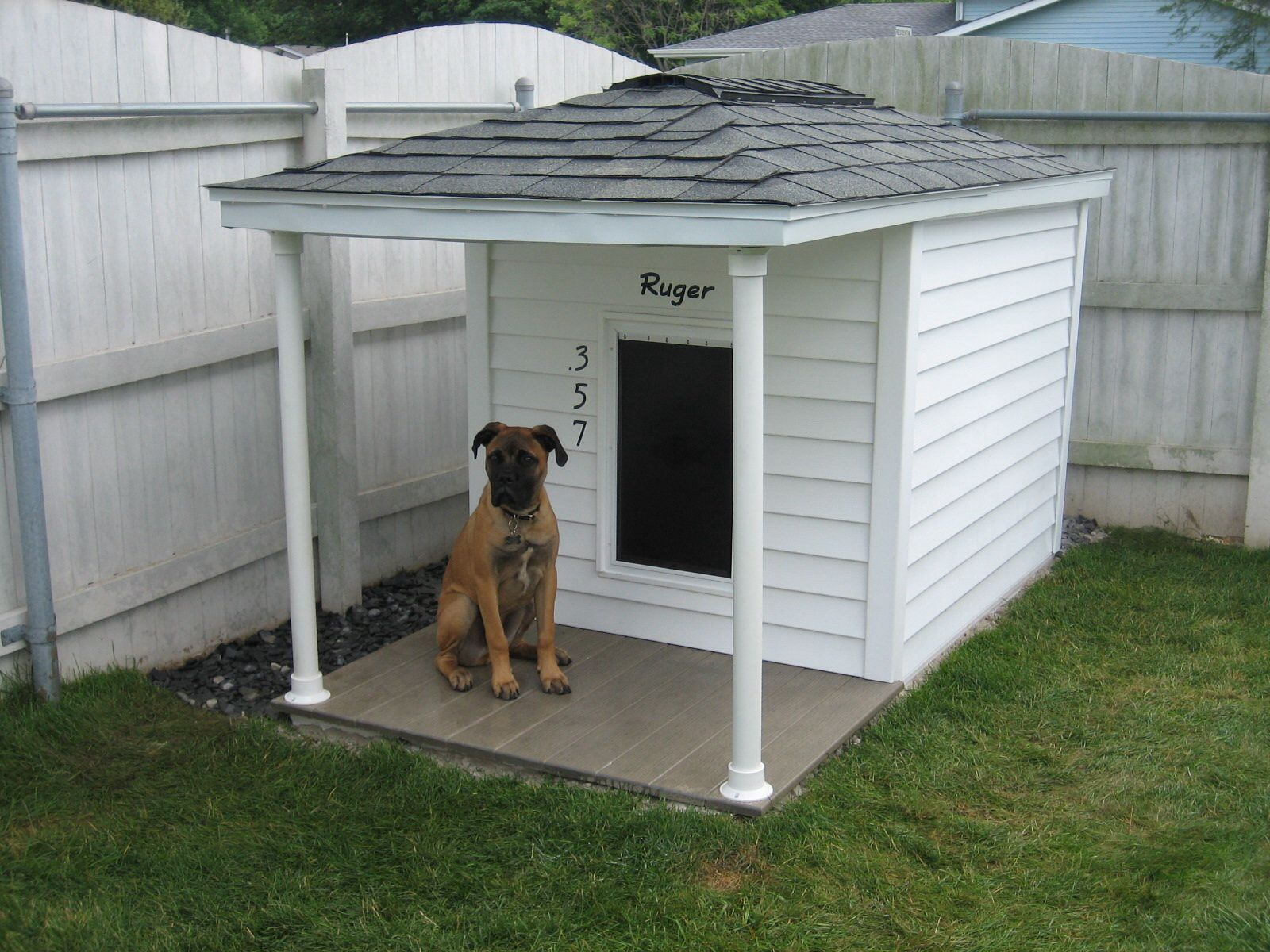 My Husband Built This Dog House It Has Siding Is Insulated Has