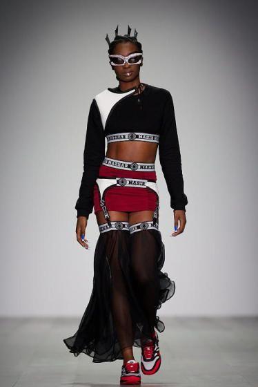 Fashion Week in London: Kreationen vom britischen Designer Nasir Mazhar. (Bild: epa)