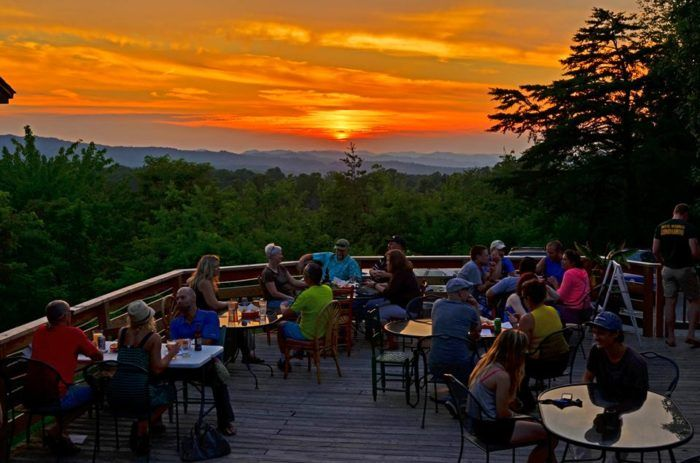 7 Outdoor Restaurants In West Virginia You'll Want To Visit Before Summer's End #westvirginia