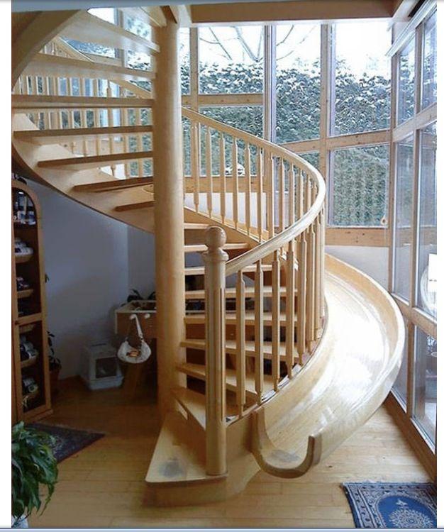 Una escalera-tobogán ideal para una casa con peques!