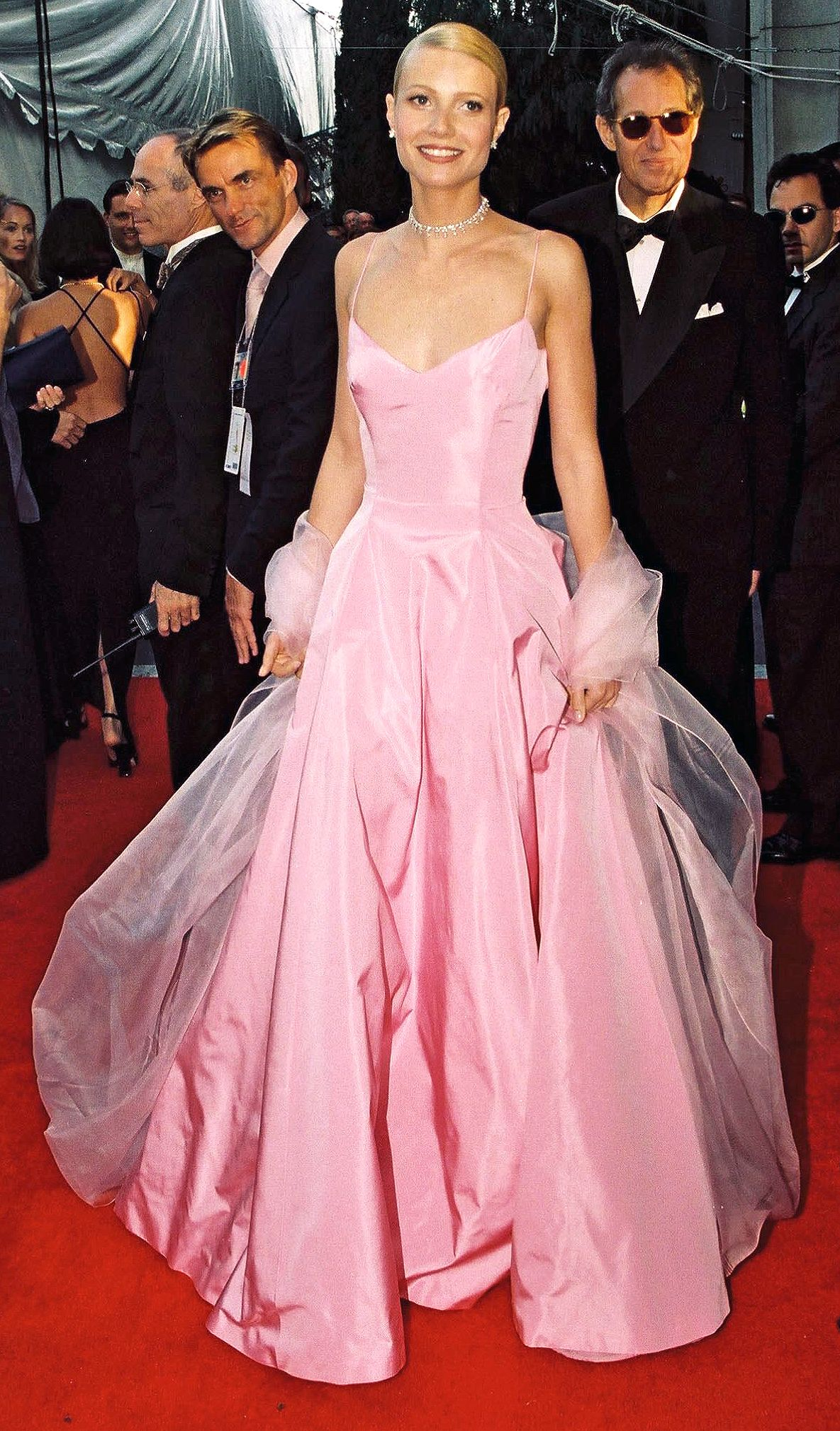 Oscars Tbt The Dresses You Need To See All Over Again Best Oscar Dresses Iconic Dresses Oscar Dresses