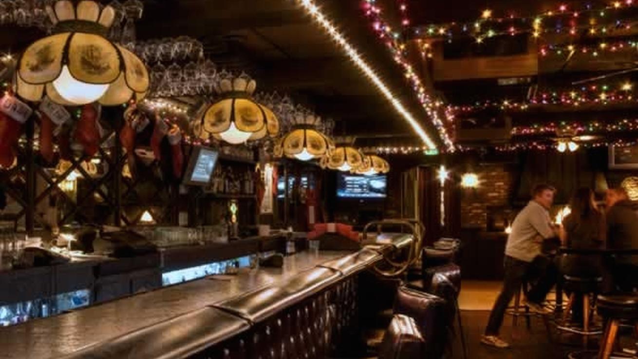 17 Essential Dive Bars In Los Angeles Dive Bar Best Bars In La Los Angeles Restaurants