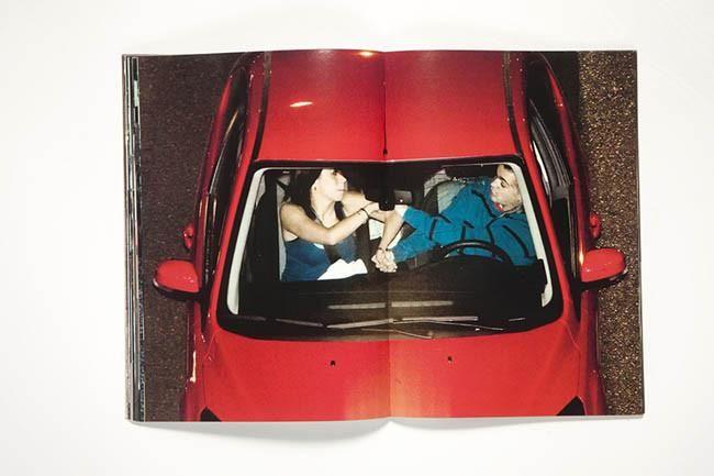 OSCAR MONZÓN -1981  Karma  Fotos robadas de un parking,quiere dejar constancia del tiempo que pasamos en el coche y las historias que suceden en él, las recopila en un libro con una importante elección en el orden de cada una de ellas e impreso en un papel couché brillante.