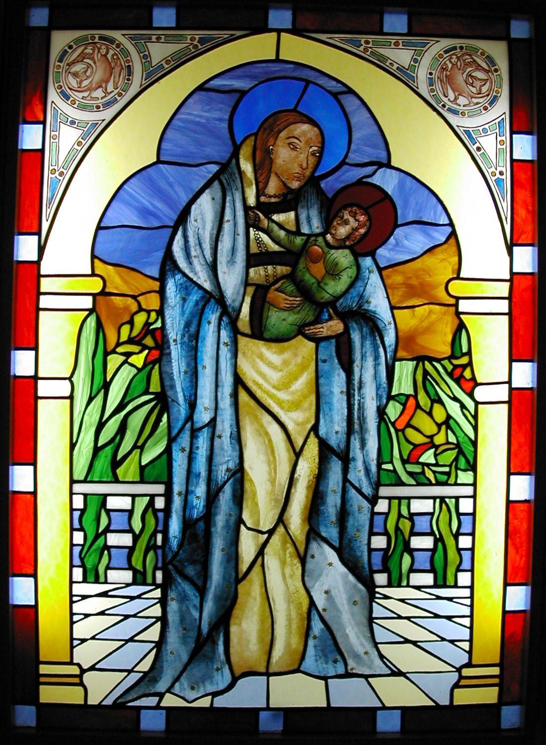 """AZHAR-GLASS Vidriera religiosa, reproducción de la """"Virgen del dado"""" de la Catedral de León. La imagen tal como se hizo; el fondo es una libre adaptación."""