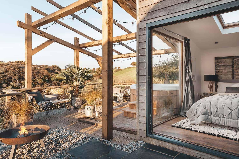 Charming beach hut retreat off the coast of Holywell Bay ... on Kingdom Outdoor Living id=41978
