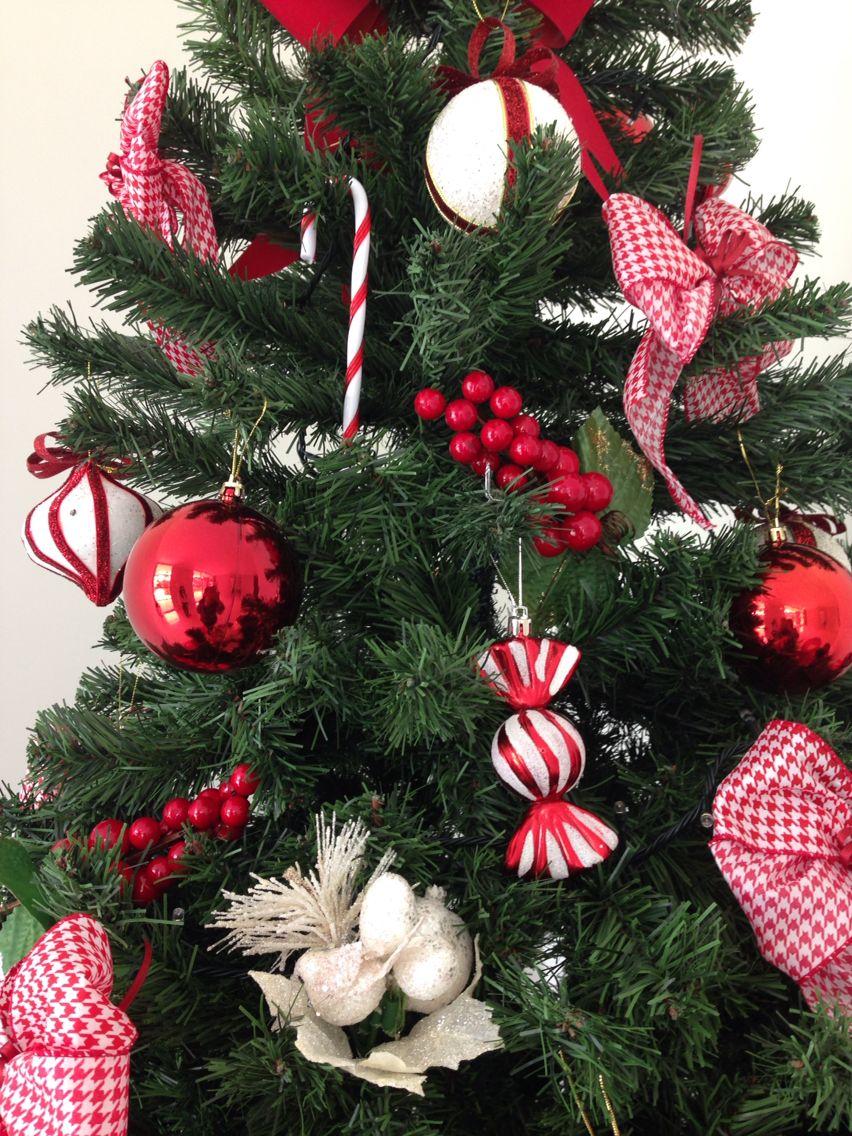 Bolas , laços , bengalas , peões , frutinhas ... É Natal !!
