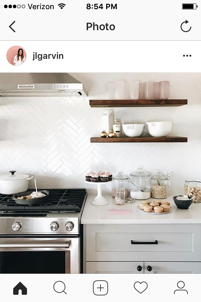 Weiße Herringbone Fliesen | Küchenarbeitsplatten | Pinterest ...