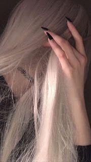 شعر غزل وأجمل صور حب حزينه مع شعر عن الحب في مقالتنا وحالات واتس حزينه ٢٠٢٠ Grunge Girl Aesthetic Girl Hair Styles