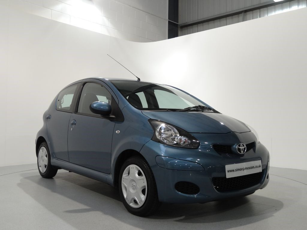 Toyota Aygo 1.0 VVT-i + Finished in Slate Blue with Black Interior. For more spec and images: http://www.simonjamescars.co.uk/toyota-aygo-vvt-i-plus-in-derbyshire-3557932