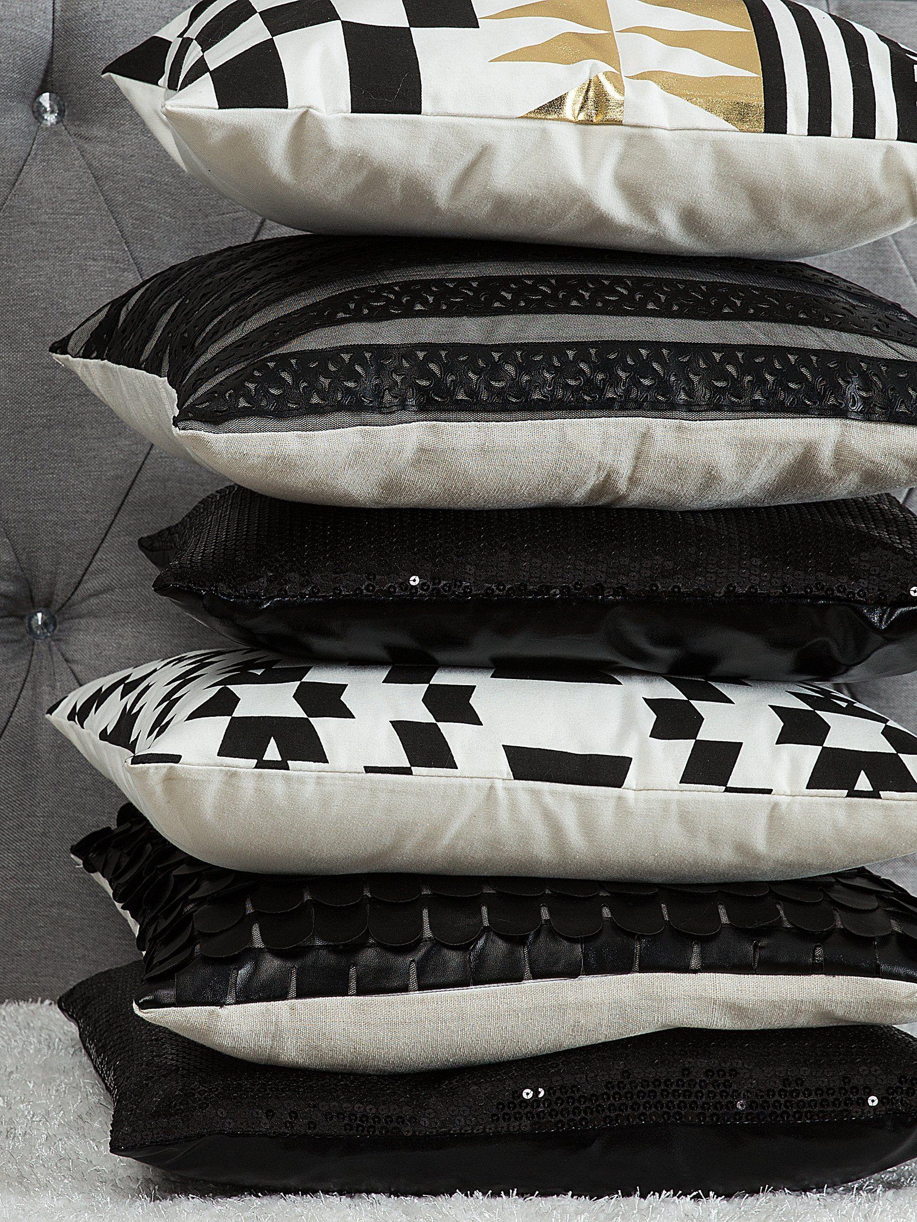 Czarno Białe Poduszki Dekoracyjne Do Nowoczesnego Wnętrza
