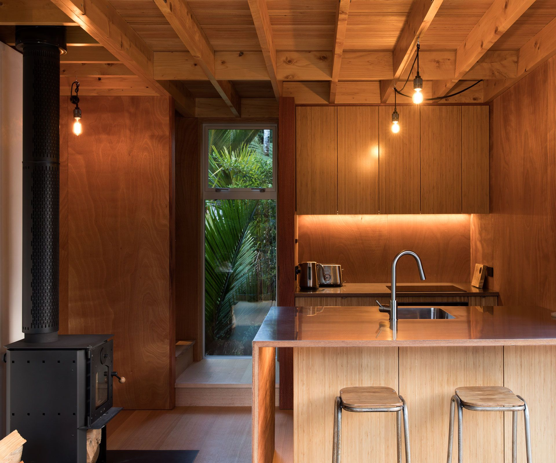 Küchendesign für bungalowhaus this tiny squaremetre home has the most inspiring design  tiny