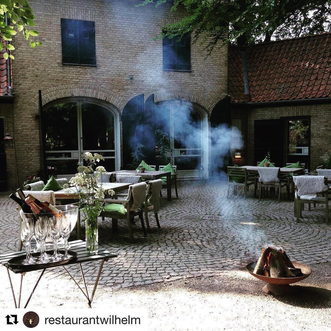 Hos @restaurantwilhelm er der allerede gang i bålet - hvor skal du fejre Sankt Hans?  #sankthans #foodlife #foodie #restaurant #bål #ordrup #instagram