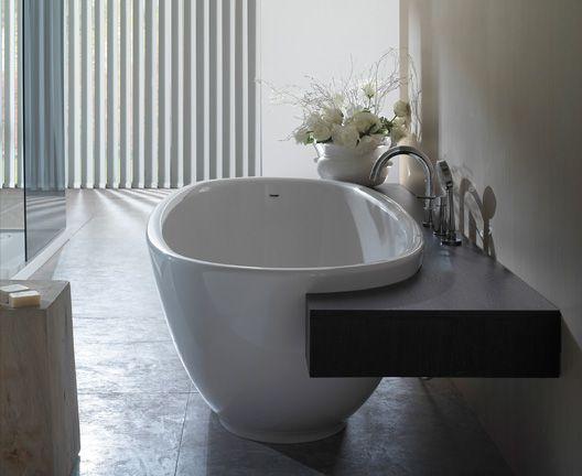Badezimmer Wanne ~ Freistehende badewanne mit ablage badezimmer fliesen