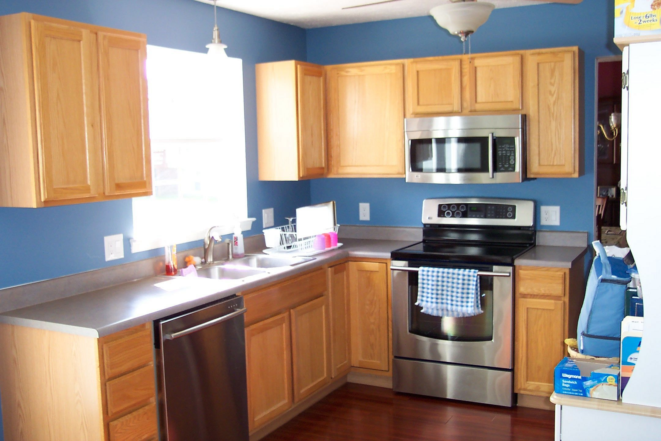 23 Affordable Blue Wall Kitchen Design Ideas For Your Kitchen Inspiration Blue Kitchen Walls Brown Kitchen Cabinets Kitchen Paint