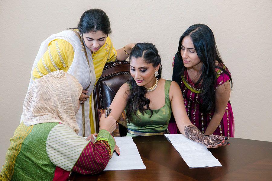 indian wedding photography design%0A bride enjoys mehndi hand painting during Indian wedding
