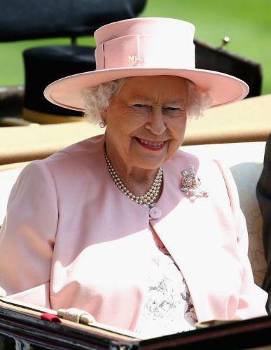Wordpress Com Queen Hat Queen Elizabeth Royal Ascot