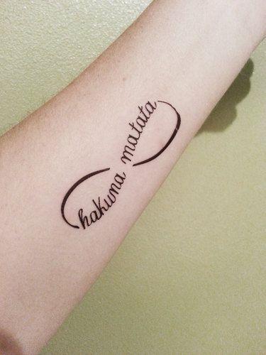 Hakuna matata lion king infinity temporary by popgeektattoos tattoos pinterest - Hakuna matata tatouage ...