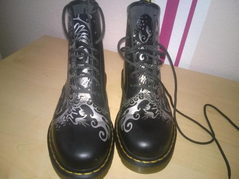 Verkaufe hier sehr schöne Dr. Martens Schuhe.Futter: 100% andere Materialien