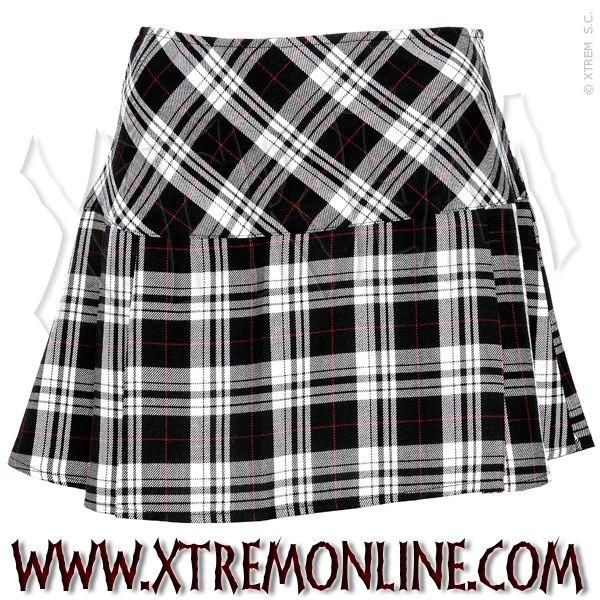 Falda de colegiala a cuadros blancos y negros.  549b2a17bf68