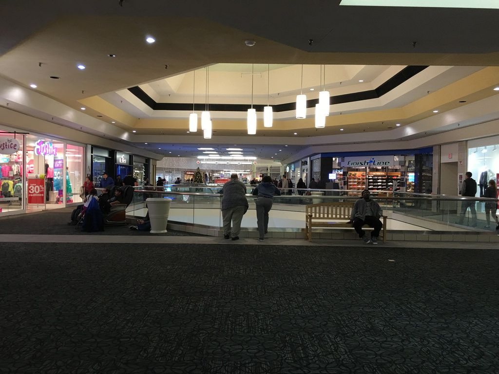 Cherryvale Mall Rockford Illinois Justice Hollister Finish Line Cherryvale Rockford Photo
