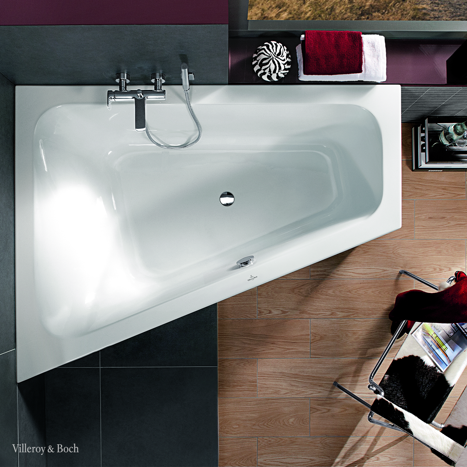The Right Bathtub For Space Savers And Design Lovers In 2020 Badezimmer Klein Eckbadewanne Kleines Bad Badewanne