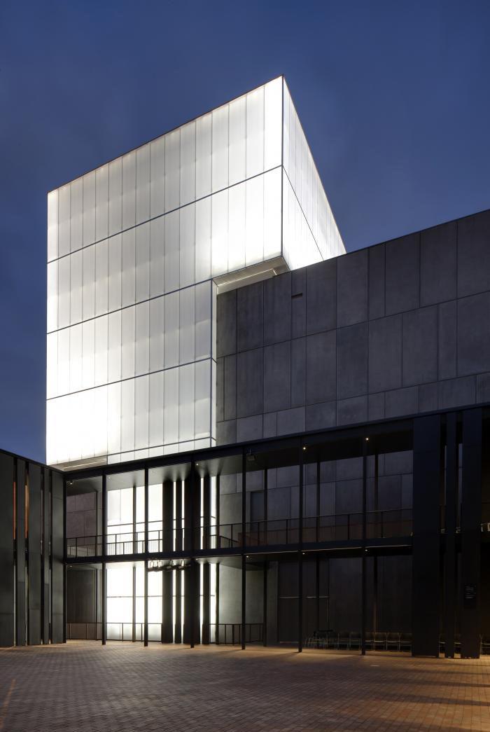fachada performing arts theatre australia danpalon 16mm color incoloro 1 500m2 kerry hill. Black Bedroom Furniture Sets. Home Design Ideas