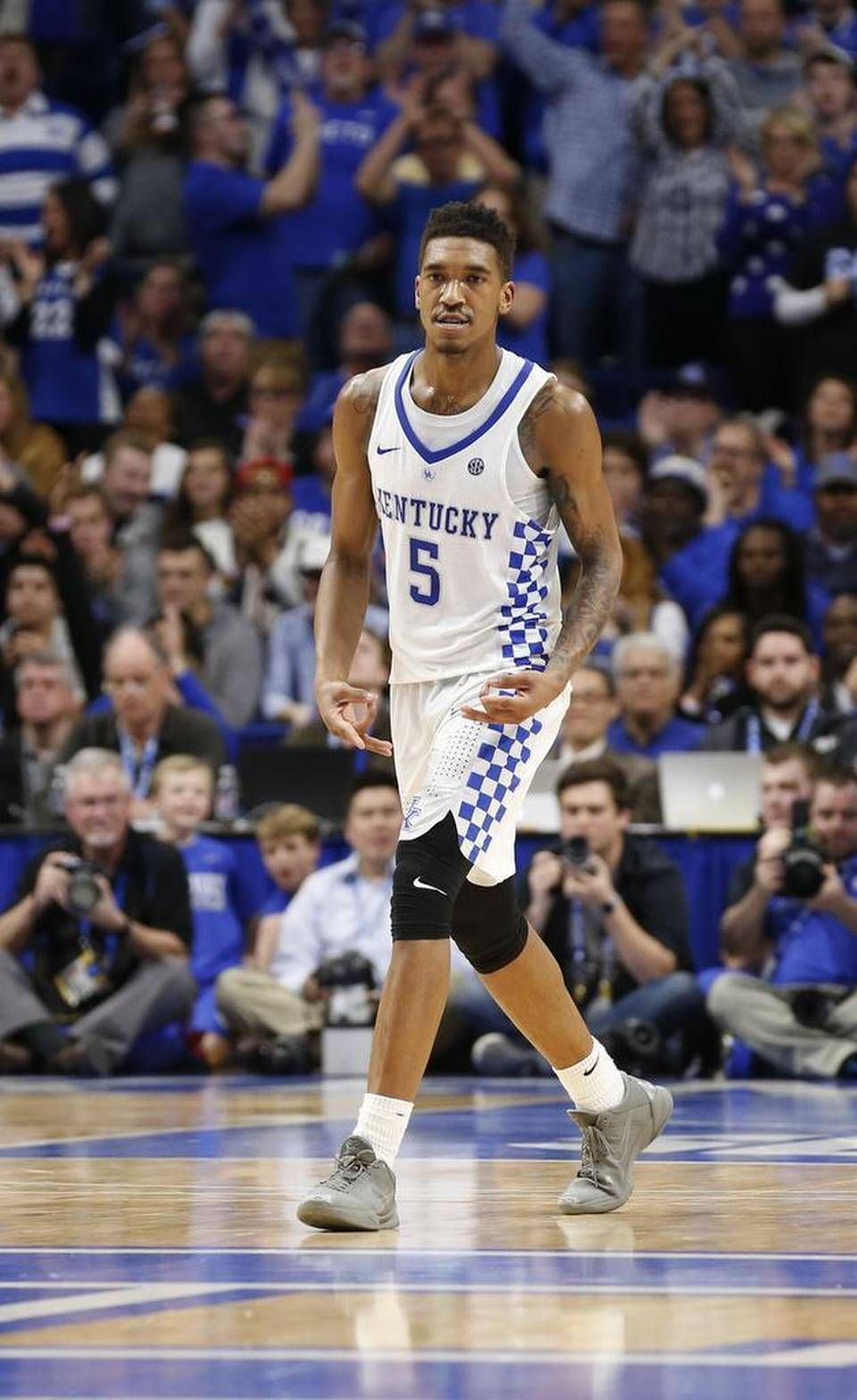 Kentucky Guard Malik Monk 5 Made A 3 With His Fingers After Hitting A Three Pointer Late In The Game Kentucky Basketball Kentucky Sports College Basketball