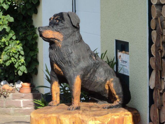 Hund, Kettensägekunst, Rainer Sprenger www.rainer-sprenger.de