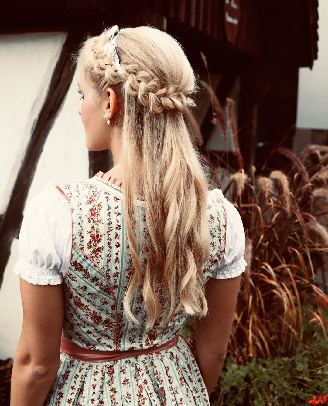 Paula Kreidler On Instagram Life Isn T Perfect But Your Hair Can Be Wasen Dirndl Oktoberfest Oktoberfestfrisur Oktoberfest Frisur Your Hair Dirndl