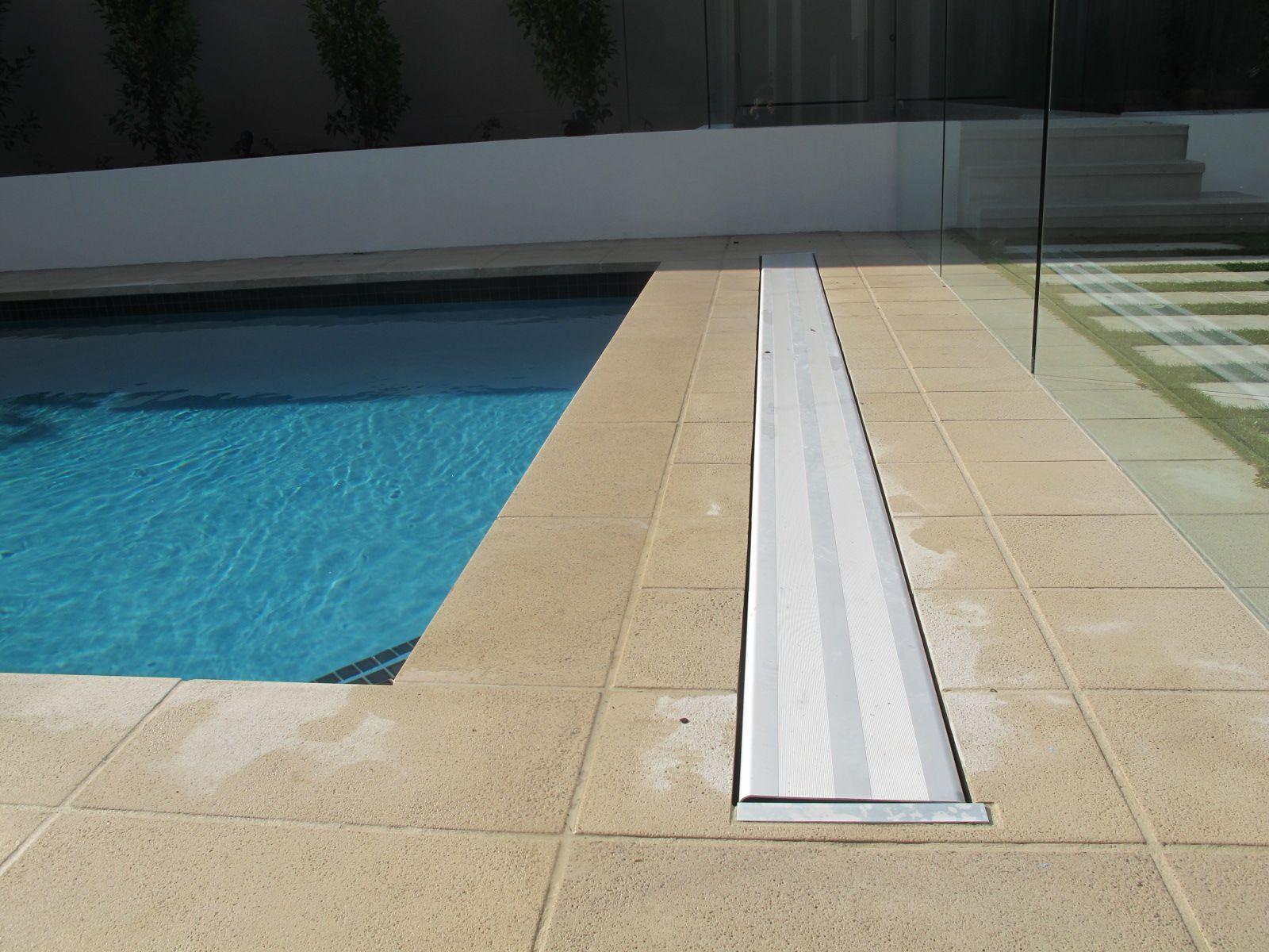 Downunder Hidden Pool Cover Rollers Avec Images Piscine