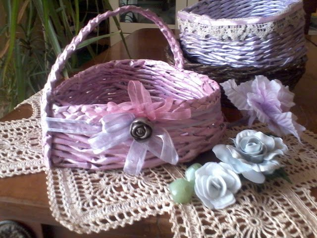 DIY plastic rose + paper basket for Mother's Day by Vita nuova per vecchie cose - new life for old things: cestini di carta