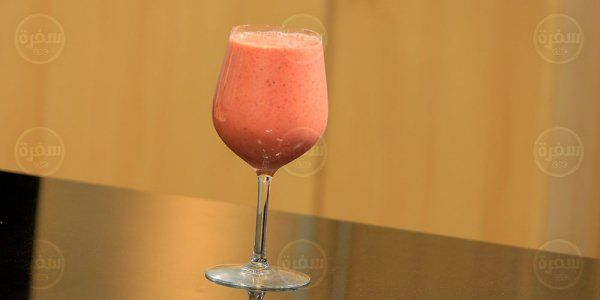 Cbc Sofra طريقة تحضير عصير فراولة بالخوخ شريف الحطيبي Recipe Milkshake Wine Glass Hurricane Glass