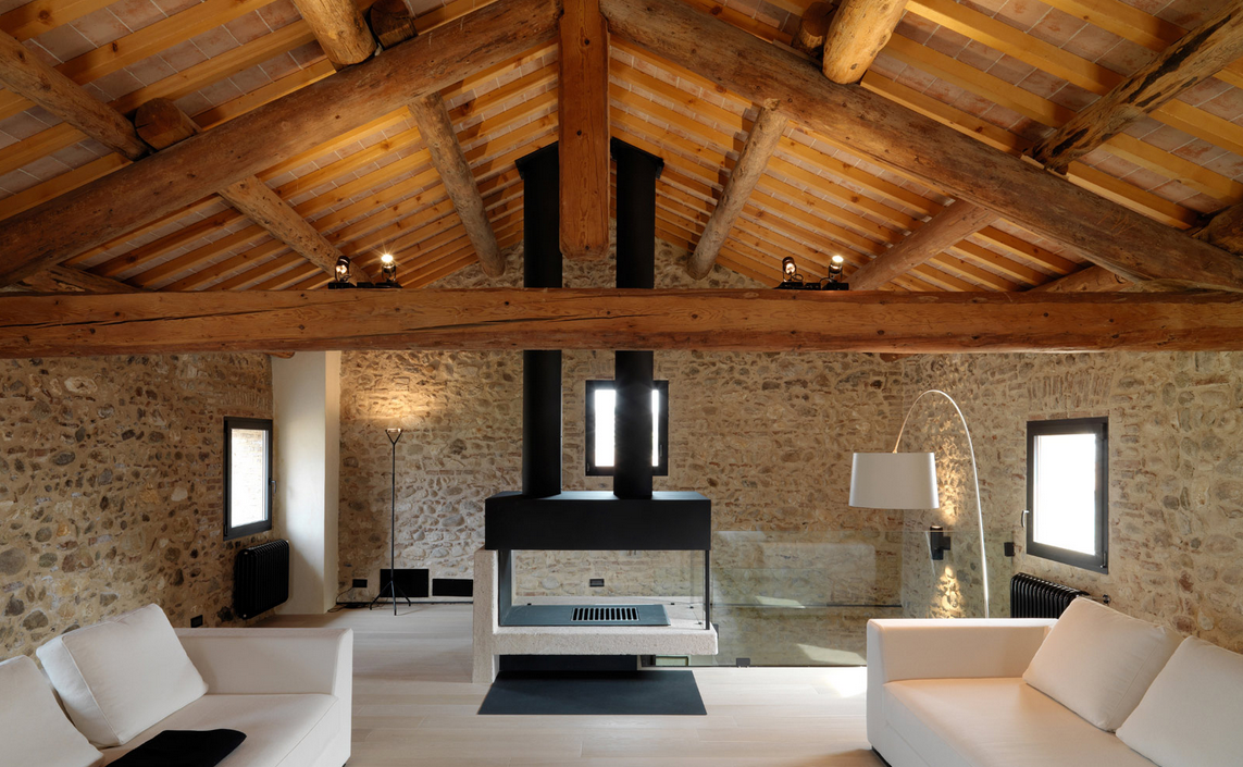Come illuminare un soffitto con travi a vista con faretti